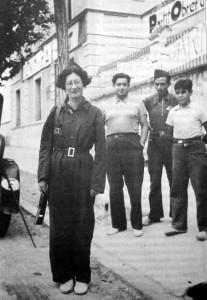 Simone Weil en 1936, en compagnie de militants CNT