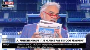 """Pascal Praud : """"La presse qui n'a pas mis le football féminin à la Une pourrait être taxée de sexiste"""""""