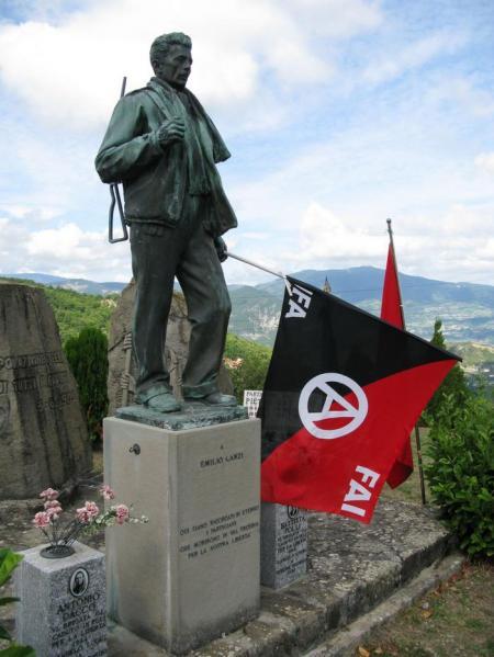 Peli di Coli (Piacenza). Monumento al comandante partigiano anarchico Emilio Canzi.