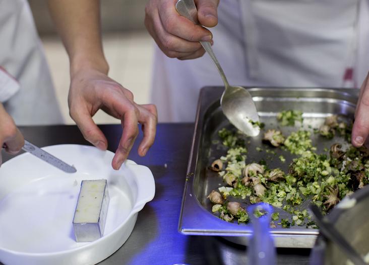Encore quelques places en cuisine… Postulez en ligne à l'une de nos formations