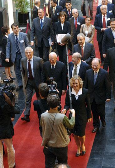Une délégation officielle  accueillie sur le tapis rouge au Parlement. Photo du Parlement européen/PS