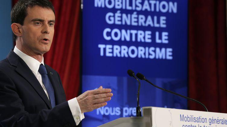 Le Premier ministre, Manuel Valls, annonce une série de mesures pour lutter contre le terrorisme, à Paris, le 21 janvier 2015. (PHILIPPE WOJAZER / AFP)