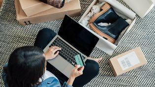 Achats sur Internet ou dans un commerce, quels sont vos droits de rétractation ? (Illustration) (OSCAR WONG / MOMENT RF / GETTY IMAGES)