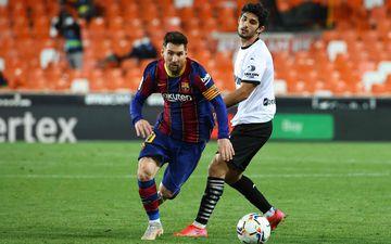 Lionel Messi n'a toujours pas prolongé au FC Barcelone. Le PSG reste en contact avec ses proches pour le convaincre de rejoindre la capitale la saison prochaine. AFP/ Jose Jordan
