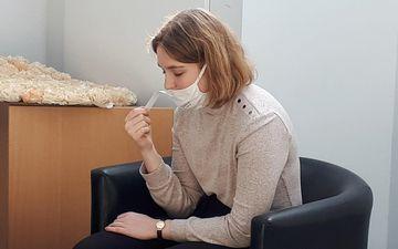 Adelaïde, 22 ans, a eu la covid-19 en juillet. Une forme presque asymptomatique hormis la perte radicale du de l'odorat et le goût, qui ne sont que partiellement revenus et qu'elle récupère progressivement avec l'aide d'une thérapeute. LP / Elodie Soulié