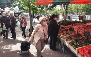 Sur le marché du Prado dans le VIIIe arrondissement de Marseille, les électeurs LR s'interrogent sur la stratégie de Renaud Muselier pour les élections régionales. LP/Marc Leras