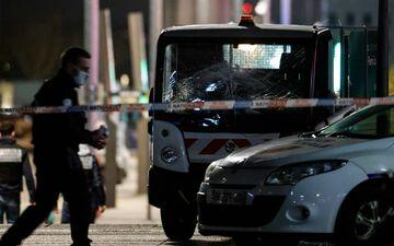 Un homme a percuté deux piétons, après avoir volé une camionnette, mercredi 3 février, dans le quartier de la Défense à Paris.