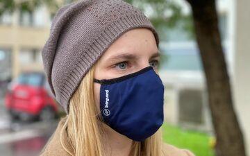 Ce masque est fabriqué avec un tissu traité pour éliminer les virus et les bactéries.