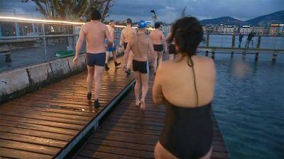 Suisse. Des nageurs givrés dans le Léman dans une eau... à 5 degrés !