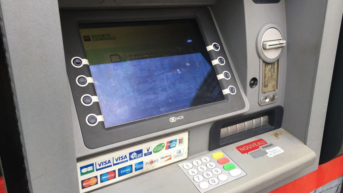Arnaque aux distributeurs à Lyon : près de 7000 euros volés grace à un bout de papier
