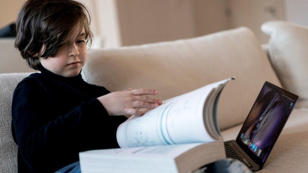 Le surdoué belge de neuf ans Laurent Simons quitte l'université (parce qu'il ne peut pas aller assez vite)