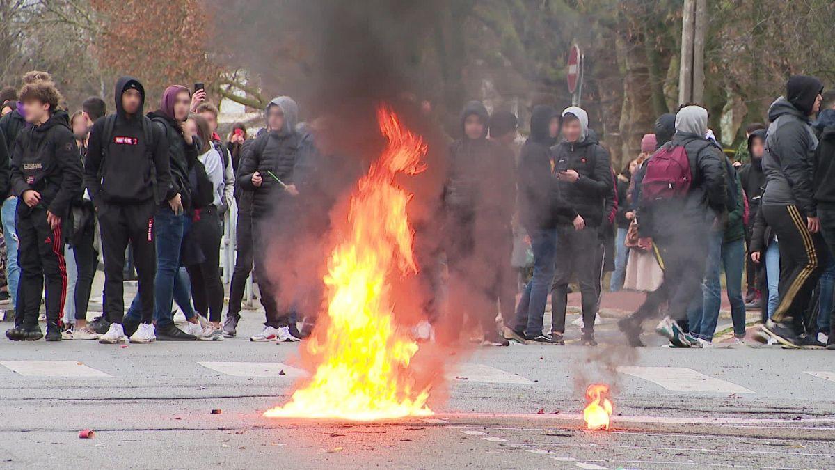 VIDÉOS. Lambersart : jets de cocktails molotov contre gaz lacrymogène, tensions autour du lycée Jean-Perrin