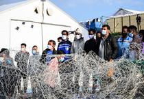 Un gruppo di migranti (ANSA)