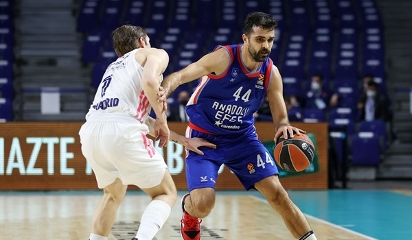RS32 Report: Efes blows past Real and into playoffs