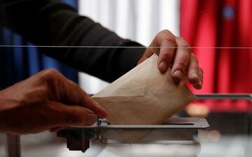 Les députés LR veulent connaître les raisons du raté de la distribution du courrier électoral. REUTERS/Christian Hartmann/Pool