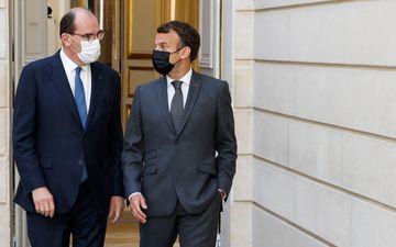 Emmanuel Macron (ici avec Jean Castex le 9 juin) « est content de son Premier ministre », estime un élu qui a ses entrées à l'Elysée. Mais d'autres pensent qu'il serait fragilisé si le RN gagnait des régions. AFP/pool/Ludovic Marin