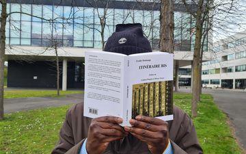 Itinéraire Bis est le premier roman de Freddy Dzokanga. Sur la couverture, la cité Fleming, d'où viennent les trois protagonistes.